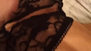Сестра в сексуальном белье получает пальчик в попку, скрытая камера